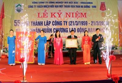 Công ty Than Na Dương đón nhận Huân chương Lao động hạng Nhất